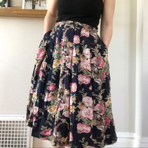 Vintage Long skirt with pockets